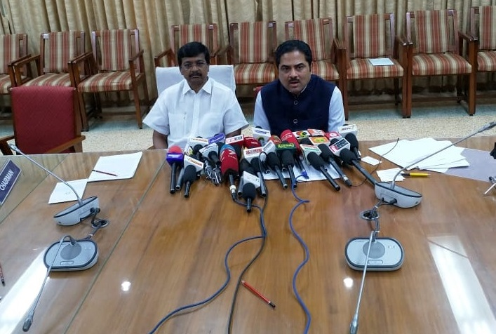 Shri Ujwal Lahoti, Chairman, TEXPROCIL and Shri P Nataraj Chairman, SIMA jointly addressing the press and media at Coimbatore on 20th June 2018 and briefing them about prospects & challenges in cotton yarn exports
