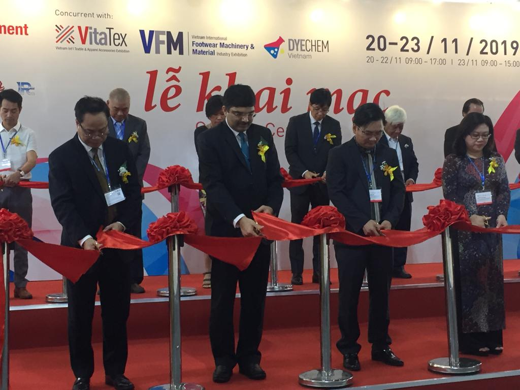 Consul General of India to Ho Chi Minh City Dr. K. Srikar Reddy inaugurating the Vietnam Textile and Garment Industry Exhibition being held in Ho Chi Minh City from 20 to 23 November 2019